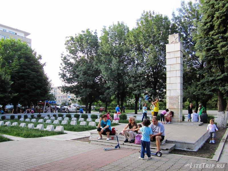 Румыния. Памятник-благодарность советским солдатам в Плоешти.