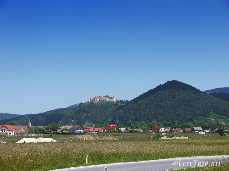 Румыния. Рышновская крепость издалека.