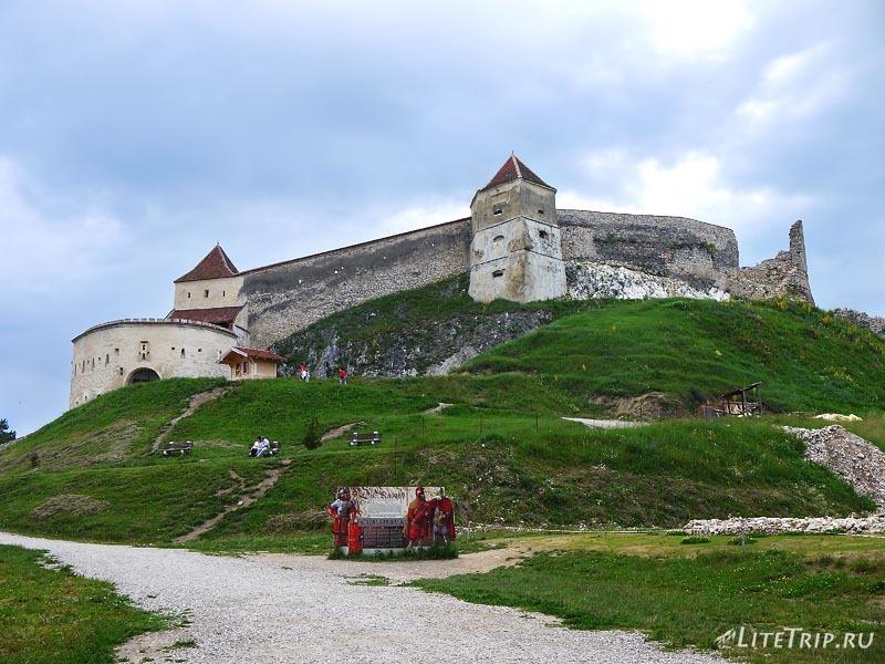 Румыния. Вход в Рышновскую крепость.