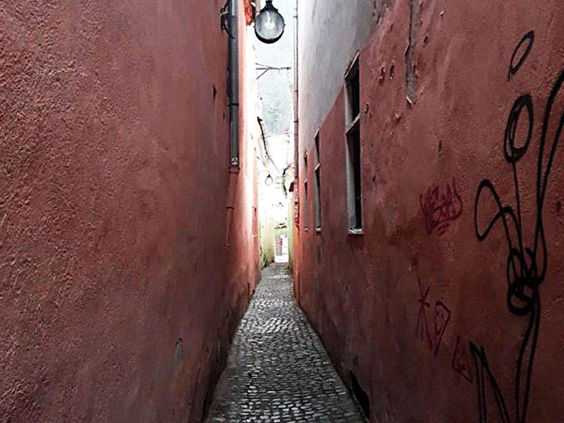 Самая узкая улица в Брашове