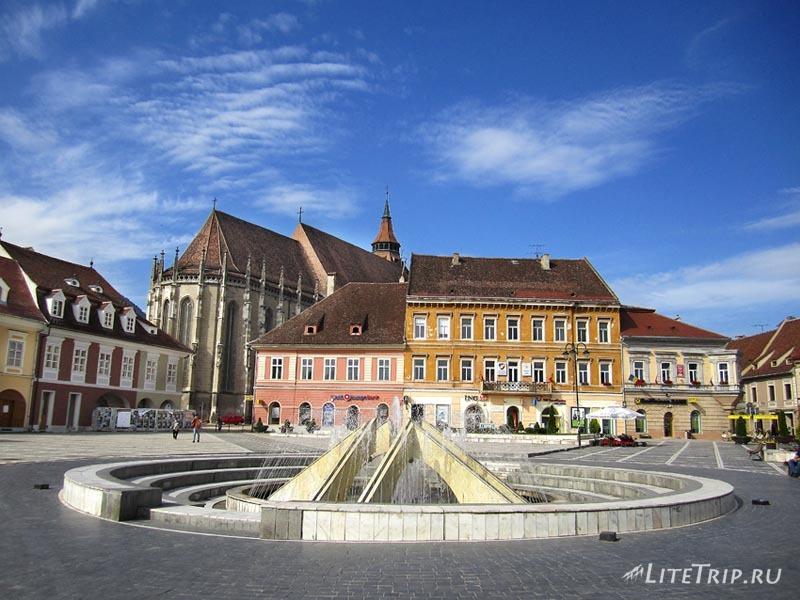 Румыния. Фонтан на центральной площади Брашова