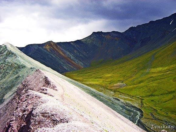 "Гора ""алтарь мира"" - вид справа"
