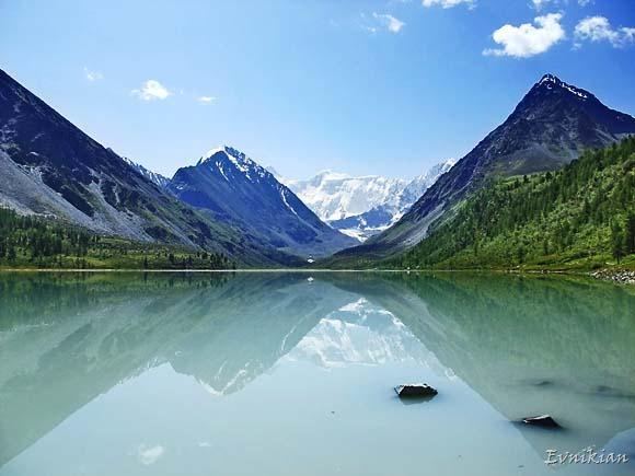 Озеро с видом на Белуху