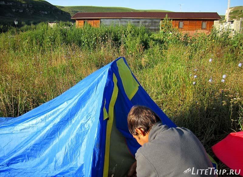 Россия. Палатка по дороге в Карачаево-Черкессию.