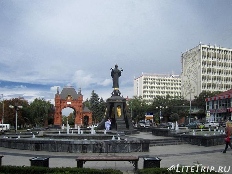 Россия. Красная улица в Краснодаре - фонтан.