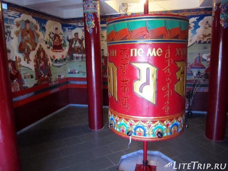 Россия. Элиста (Калмыкия) - буддийский барабан.