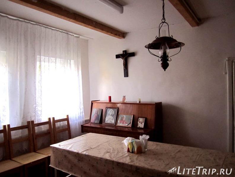Россия. Элиста (Калмыкия) - жилье в католической церкви.