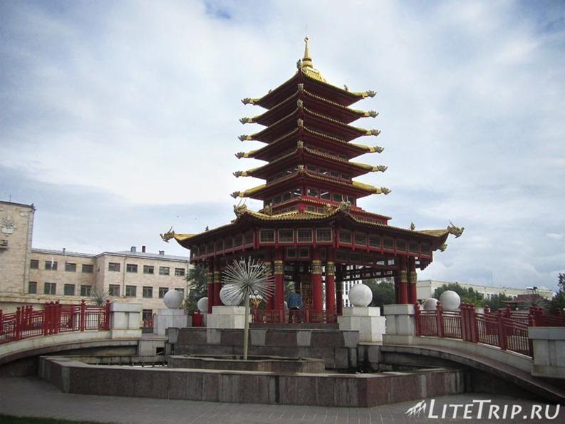 Россия. Элиста (Калмыкия) - пагода 7 дней.