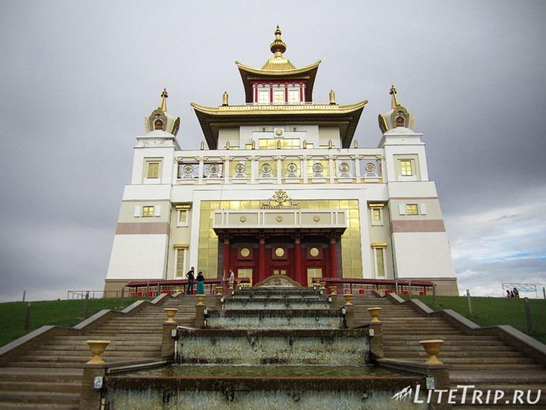 Россия. Элиста (Калмыкия) - вход в буддийский храм