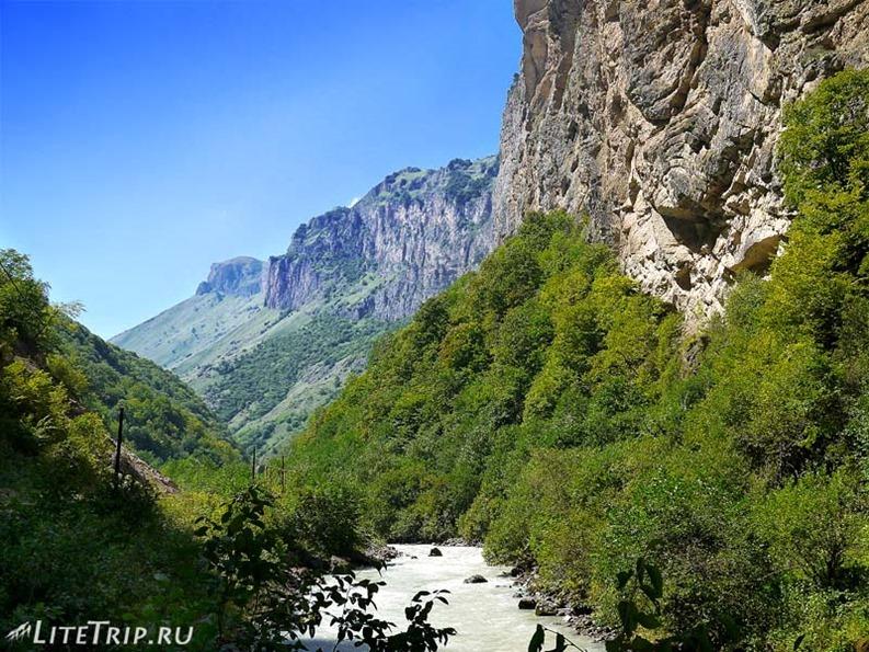 Россия. Кабардино-Балкария. Чегемские водопады - вид.