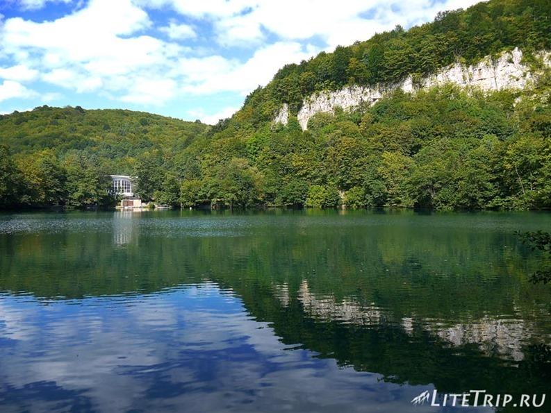 Россия. Верхняя Балкария - минеральные голубые озера.