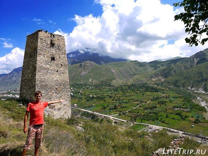 Россия. Верхняя Балкария - я и башня.