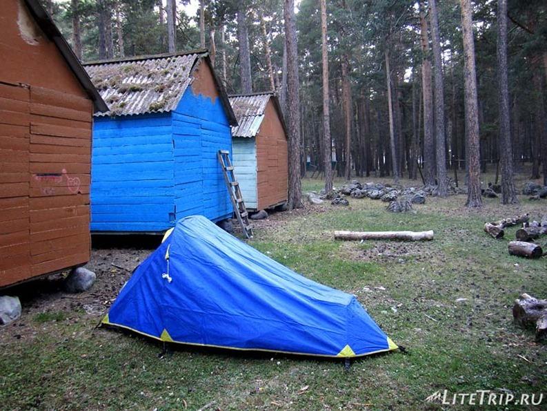 Россия. Приэльбрусье - палатка на базе отдыха.