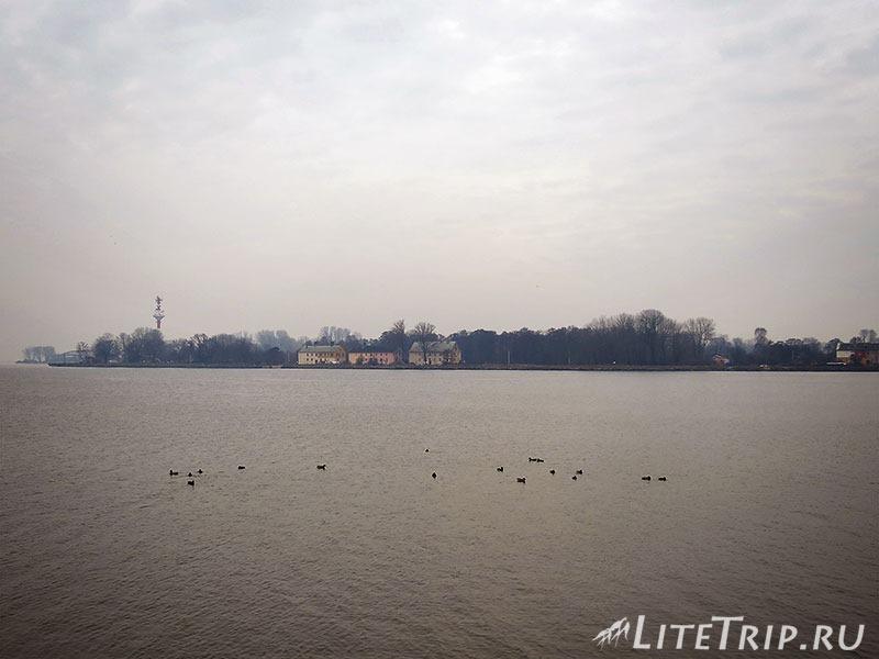 Калининградская область. Балтийск. Набережная. Противоположный берег.
