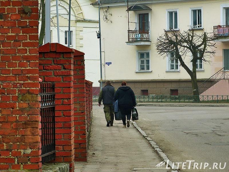 Калининградская область. Балтийск. Рыбак с женой.