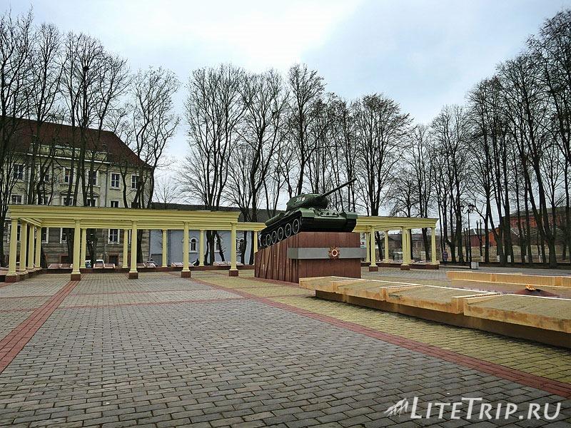 Памятник на могилу Советск, Калининградская обл. Лампадка из покостовского гранита Суоярви