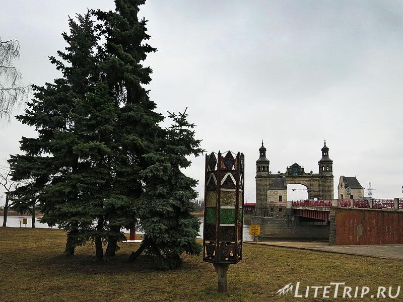 Калининградская область. Советск. Мост Королевы Луизы и фонарь.