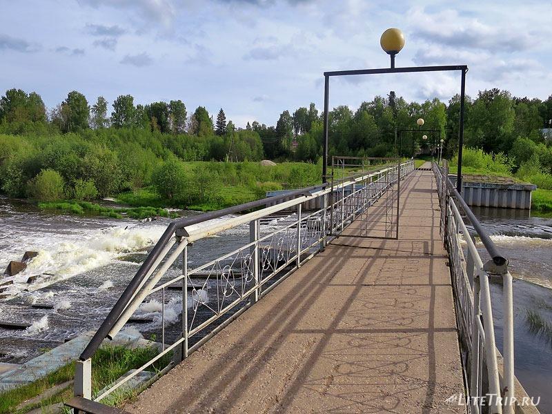 Пешеходный мост через реку Ивкинка