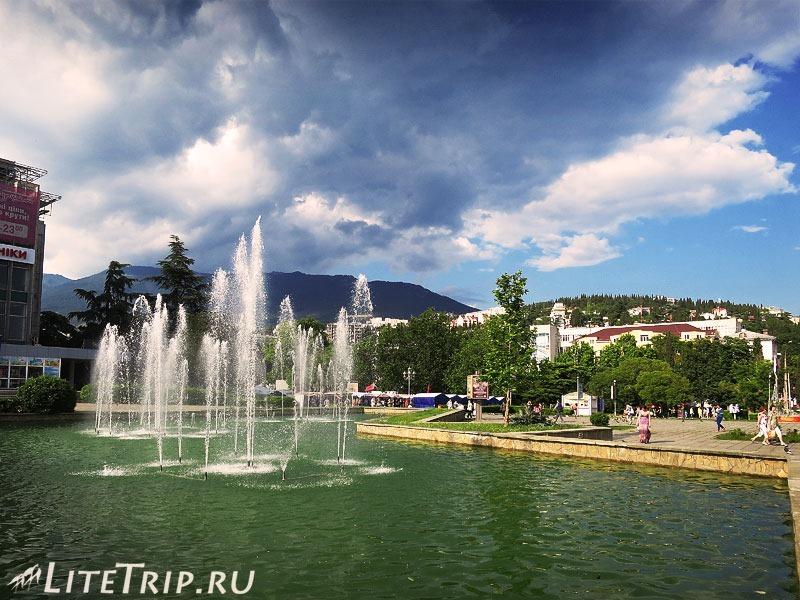 Крым. Ялта. Городской фонтан.