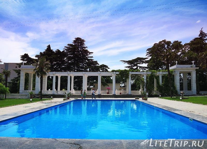 Крым. Никитский ботанический сад - бассейн