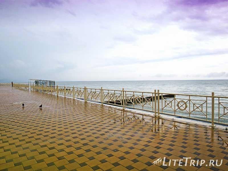 Крым. Алушта. Западная набережная - море