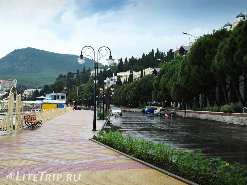 Крым. Алушта. Западная набережная.