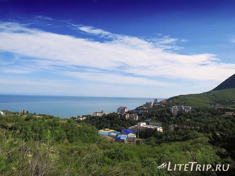 Крым. Алушта. Вид с дороги.