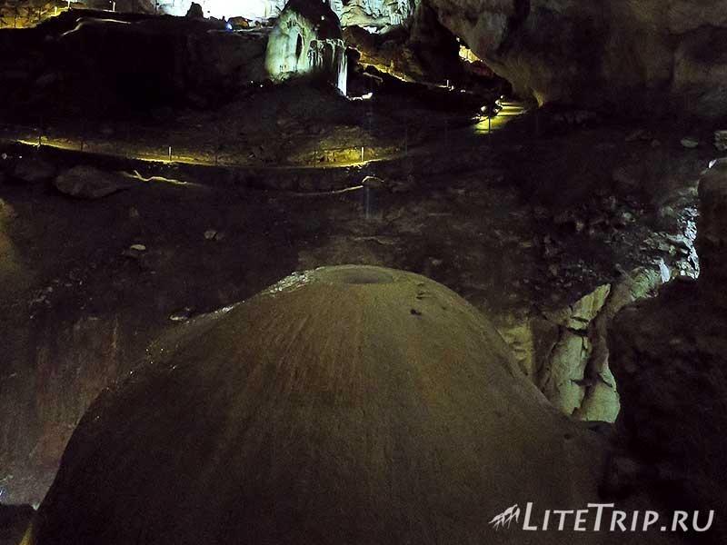 Крым. Мраморная пещера. Вода.