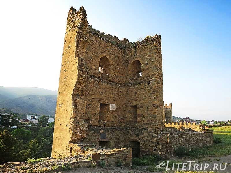 Крым. Судак. Генуэзская крепость. Башни.