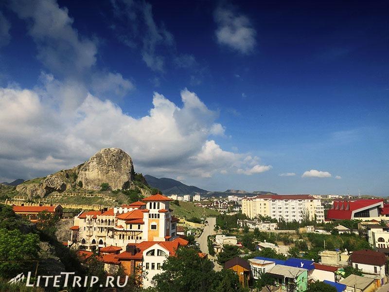 Крым. Судак. Вид на город с Крепостной горы.