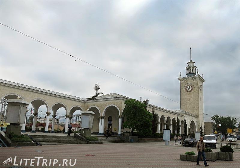 Крым. Симферополь. Железнодорожный вокзал.