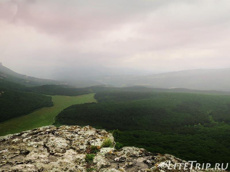 Крым. Бахчисарай. Мангуп-Кале - вид на долину.