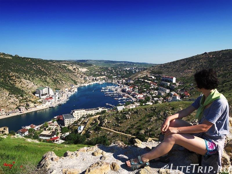 Крым. Балаклава. Генуэзская крепость Чембало. Вид на бухту.