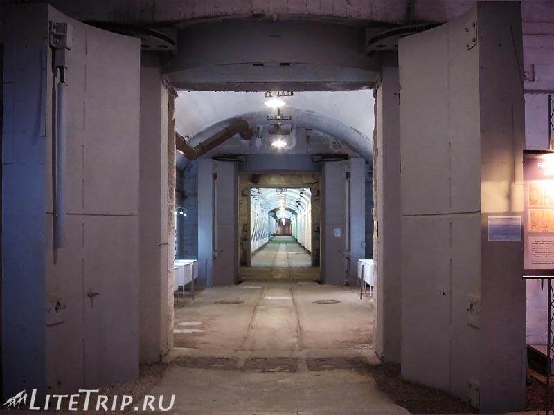 Крым. Балаклава. Музей подводных лодок. Коридоры.