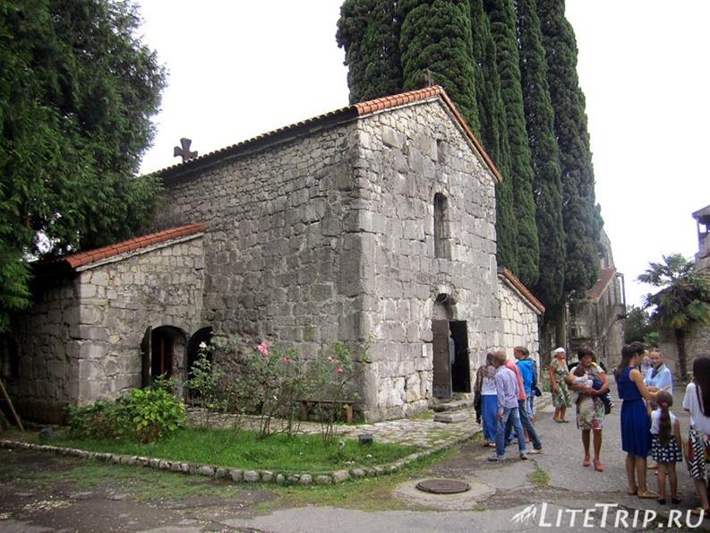 Абхазия. Гагра (Гагры) - церковь.