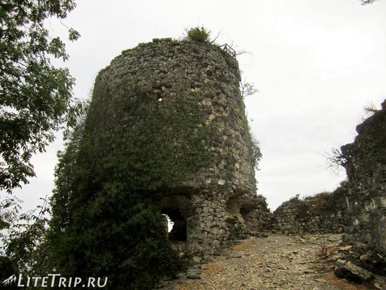 Абхазия. Новый Афон. Анакопийская крепость - башня.