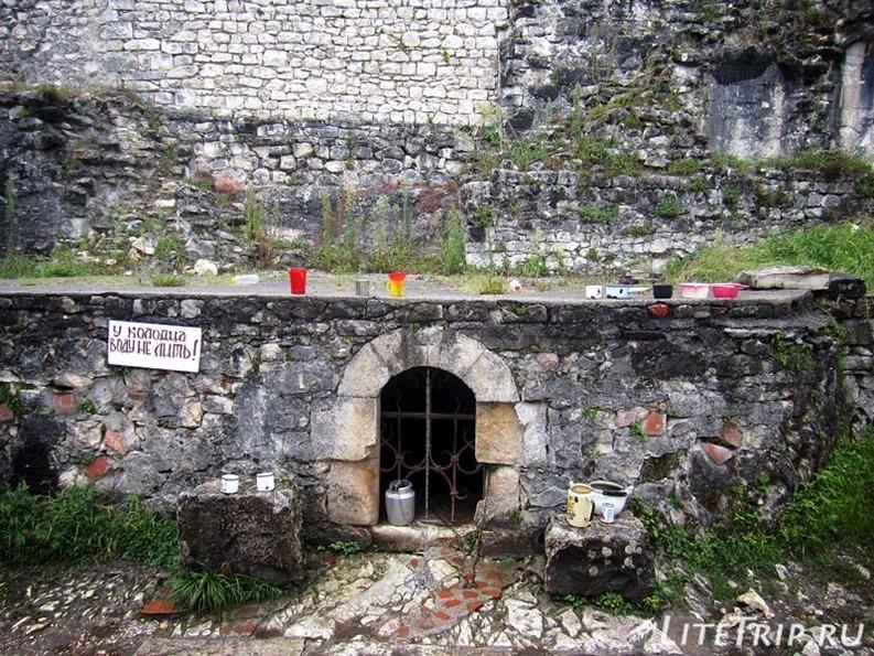 Абхазия. Новый Афон. Анакопийская крепость - колодец.