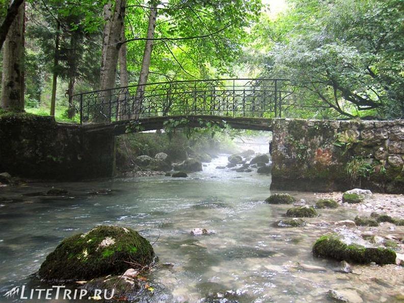 Абхазия. Новый Афон. Грот Симона Кананита - ручей в парке.
