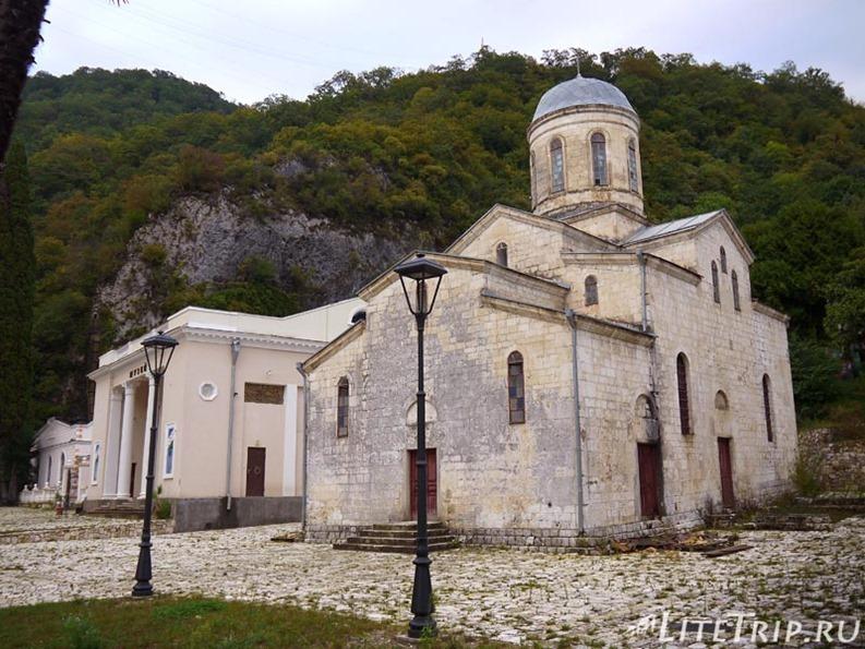 Абхазия. Новый Афон. Старая церковь.