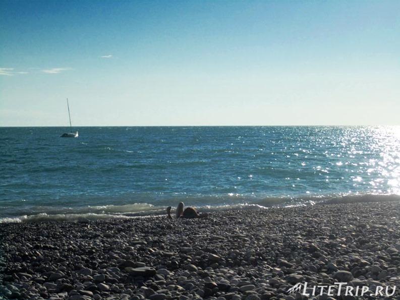 Абхазия. Гагры - солнечный пляж.