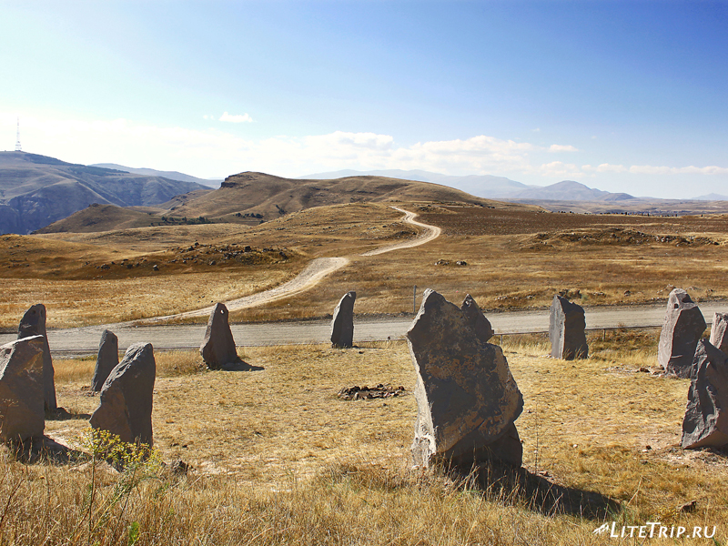 Поддельные камни Зорац-Карер в кругу