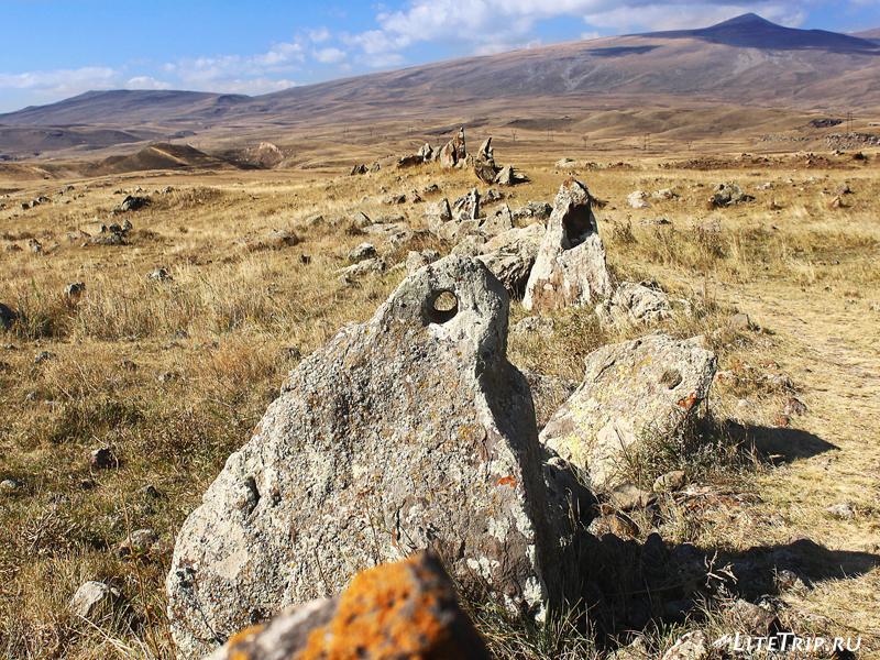 Армянский стоунхендж - Зорац-Карер (Караундж), круглые отверстия в камнях