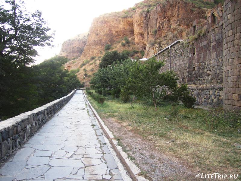 За стенами монастыря Гегард