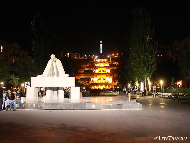 Сквер им. А. Таманян в Ереване