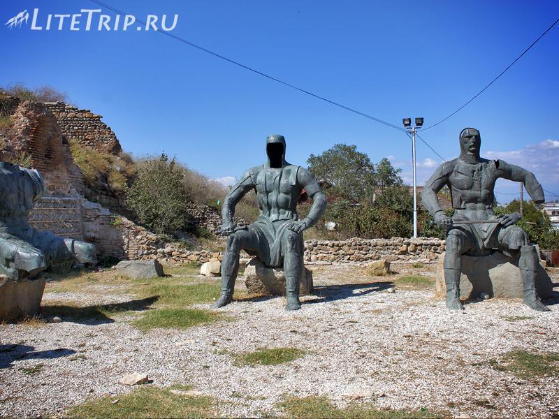 Рыцари у основания крепости Горисцихе