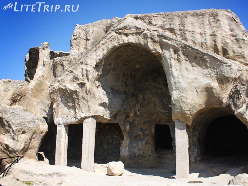 Ниши и пещеры Уплисцихе