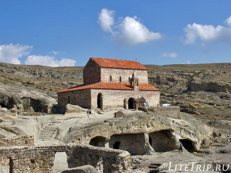 Небольшой храм у пещер Уплисцихе