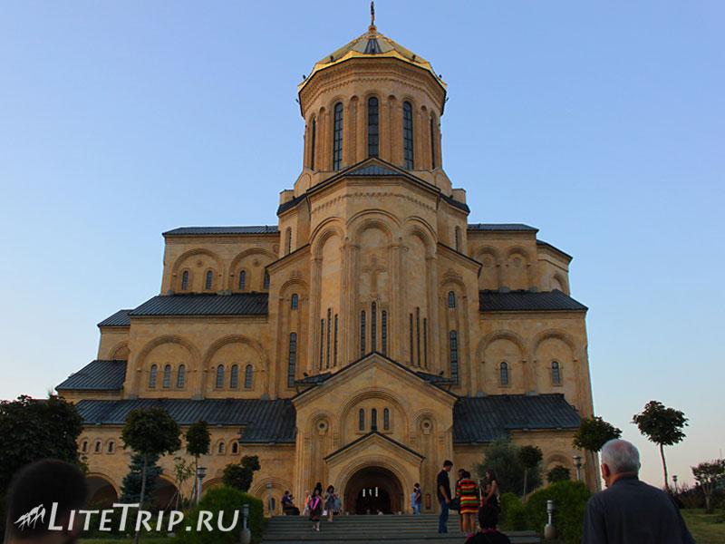 Грузия. Тбилиси. Собор Цминда Самеба