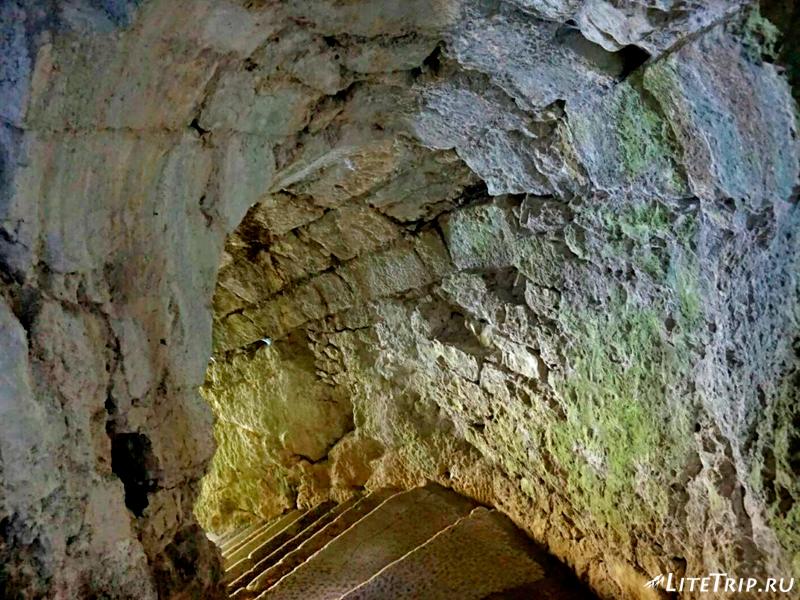 Тоннель к реке в крепости Нокалакеви