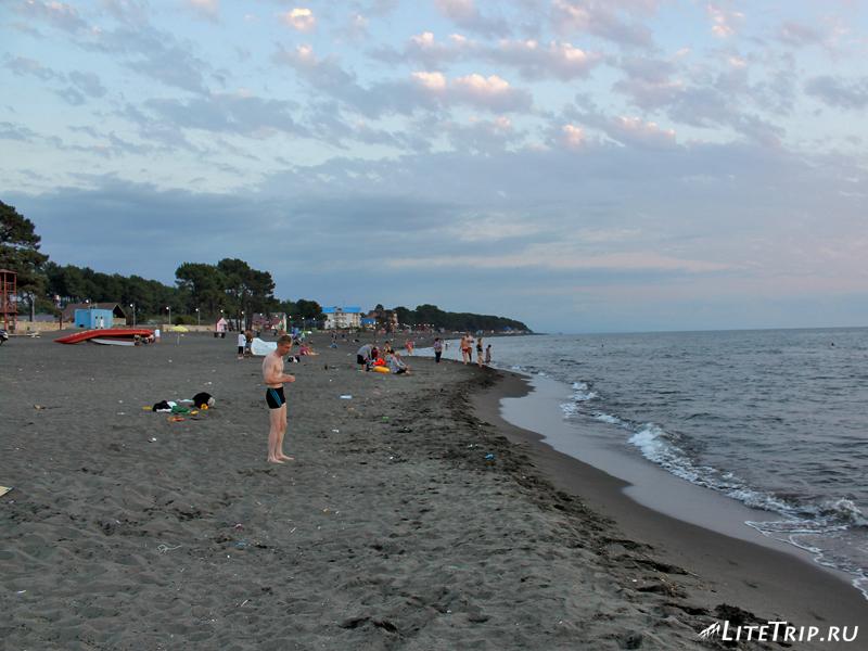 Пляж Магнетити, люди, мусор